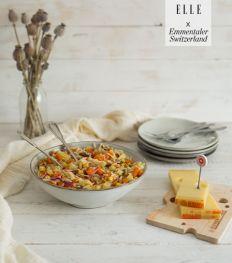Salade d'orzo aux légumes croquants, pécan et Emmentaler AOP