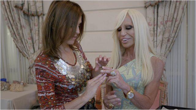 Quand deux fanas de mode se rencontrent, de quoi parle-t-elles ? Du fait de devenir grand-mère !