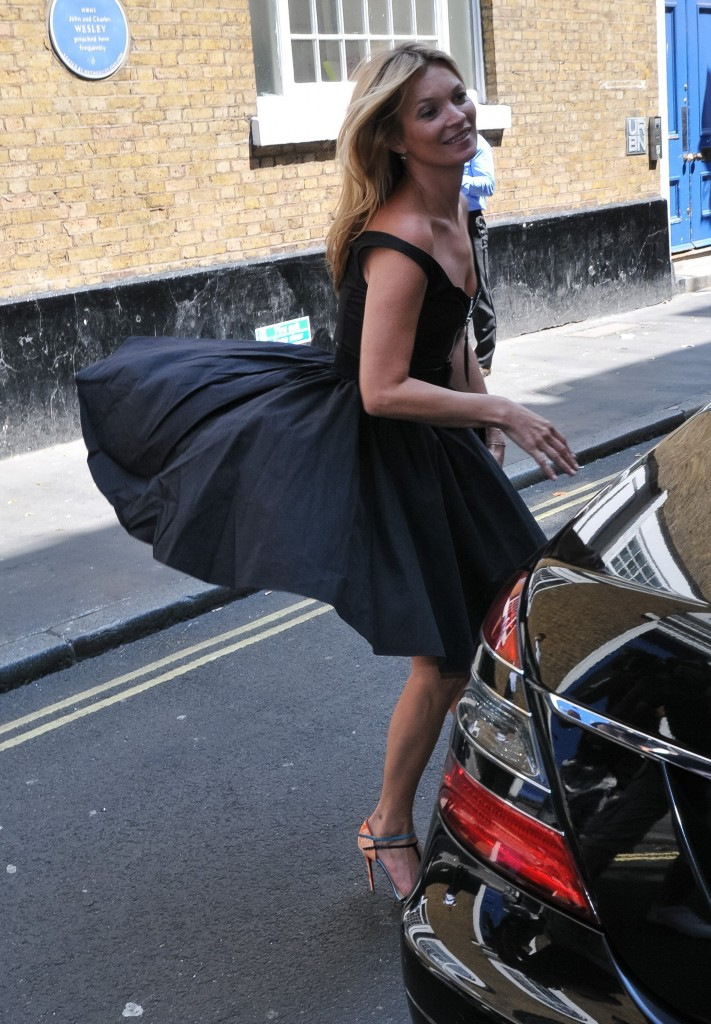 kate moss arriving for lunch at the ivy in london
