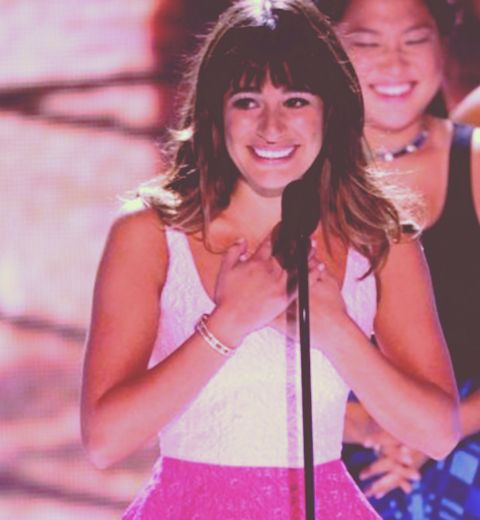 Lea Michele rend hommage à Cory Monteith aux Teen Choice Awards