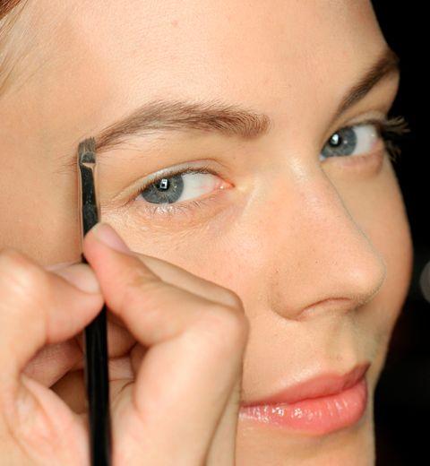 Comment se faire des sourcils parfaits avec un bic?