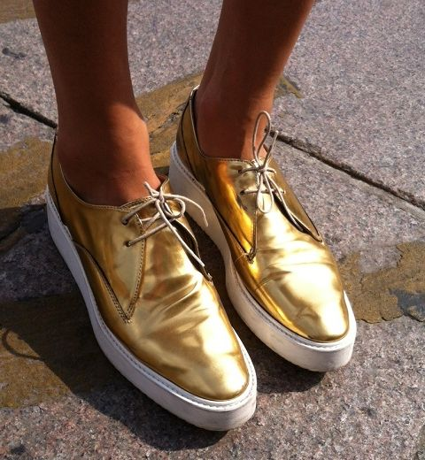 Tendances chaussures 2014 : de l'or à nos pieds