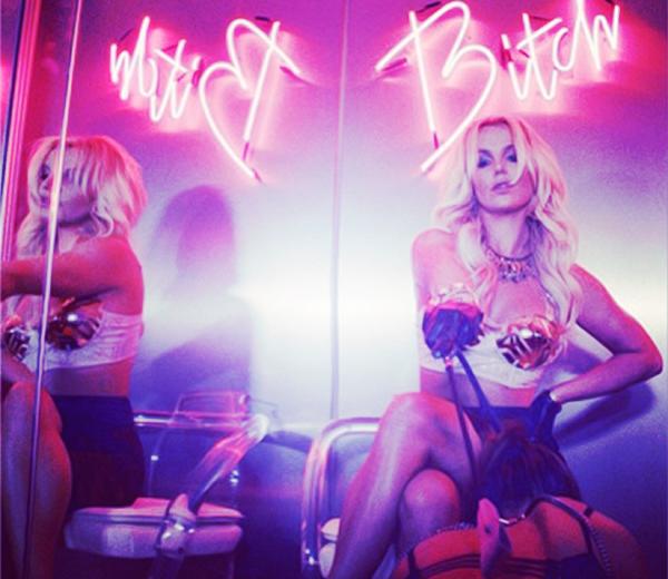 Britney-Spears-Golden-Karo-september-2013