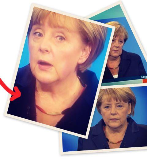 Le collier noir rouge or d'Angela Merkel pour le débat télévisé