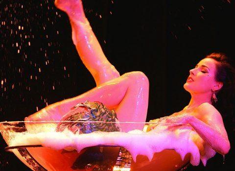 10 astuces pour se déshabiller avec sensualité devant son mec