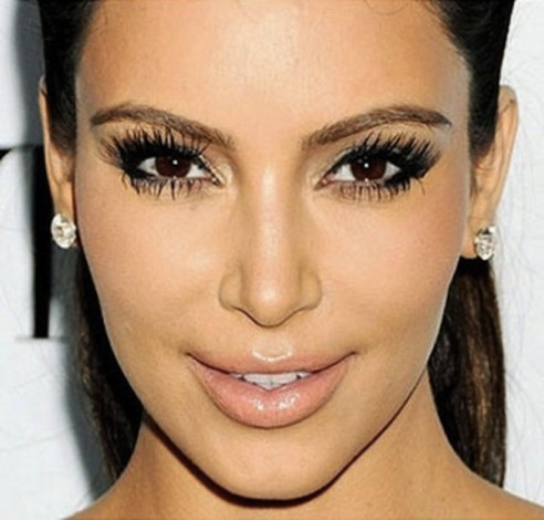 Kim-Kardashian-Midweek-Makeup-Bold-Bottom-Lashes-8-492x470