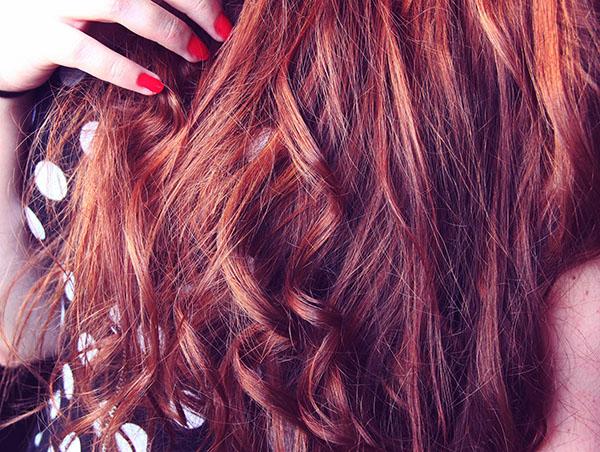 Tutoriel : comment faire des boucles avec un lisseur ? - cheveux