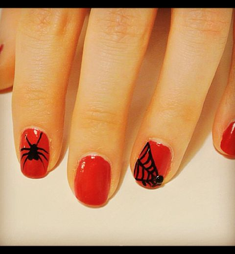 Halloween: Spider nail art