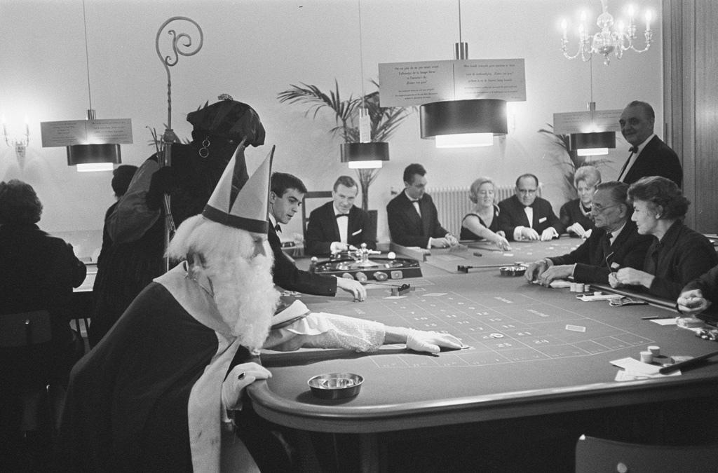 saint-nick-gambling-vintage-photo
