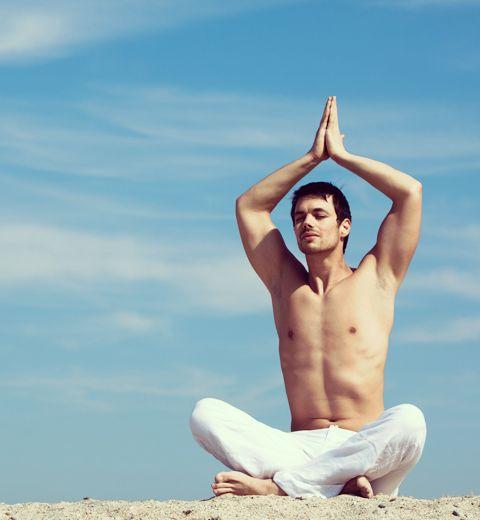 5 bonnes adresses où croiser des beaux mecs en faisant du yoga