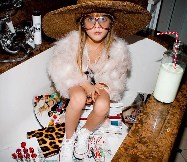 JIMI JANIS, une marque couture pour grands et petits mômes, lancée par Fanny Poletti, ancienne styliste chez Yves Saint Laurent. Sur commande.