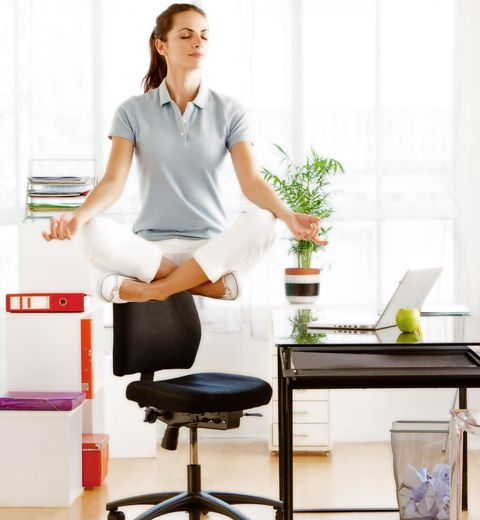 5 exercices de yoga à faire au bureau