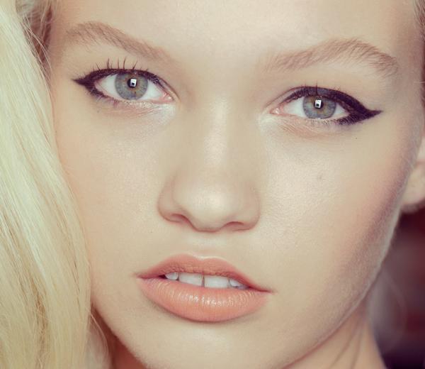 Comment faire un trait d 39 eye liner parfait - Comment faire un trait de liner ...