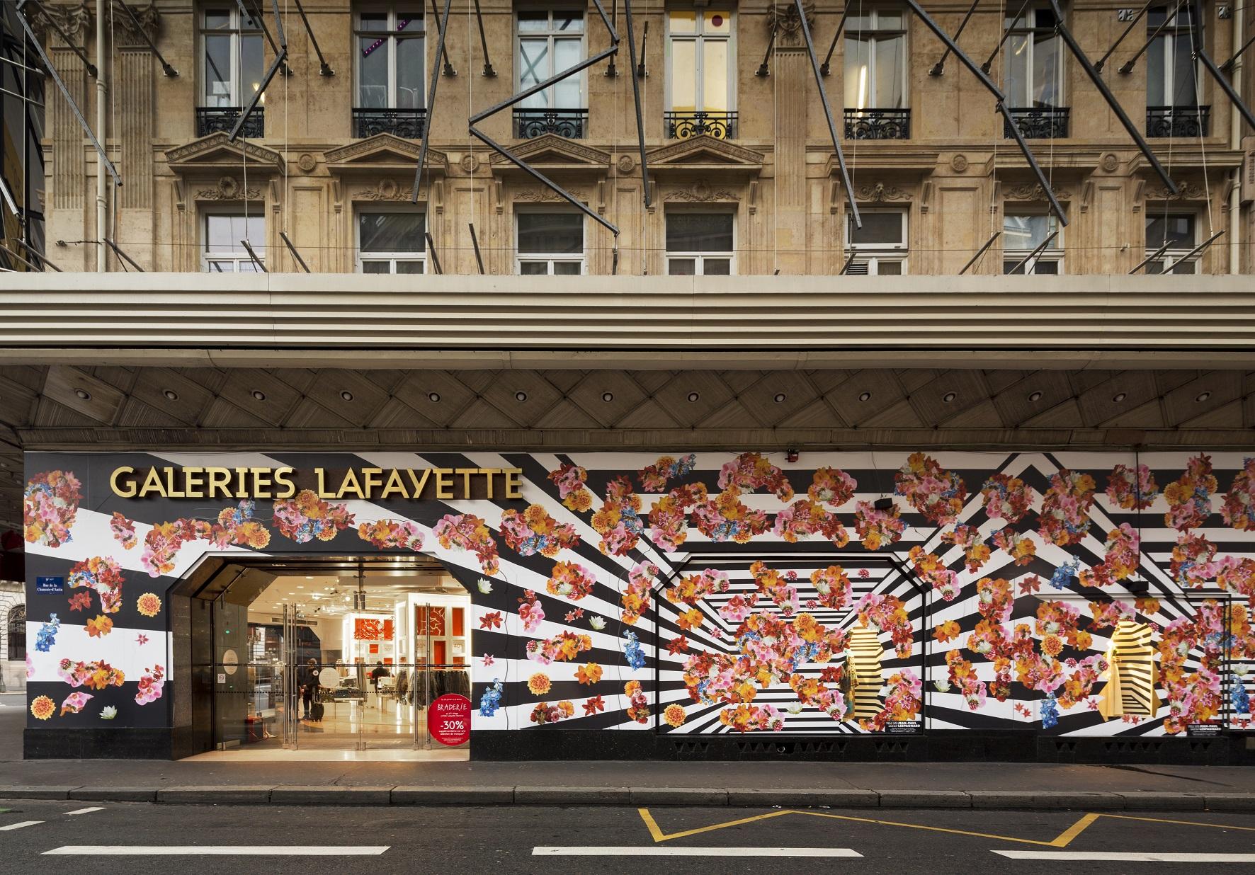 Vue de l'exposition TILL WE DROP de Jean-Paul Lespagnard, à la Galerie des Galeries – Galeries Lafayette, du 29 janvier au 5 avril 2014. Photo © Thibaut Voisin