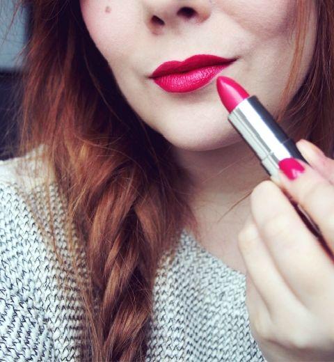 Comment porter le rouge à lèvres flashy?