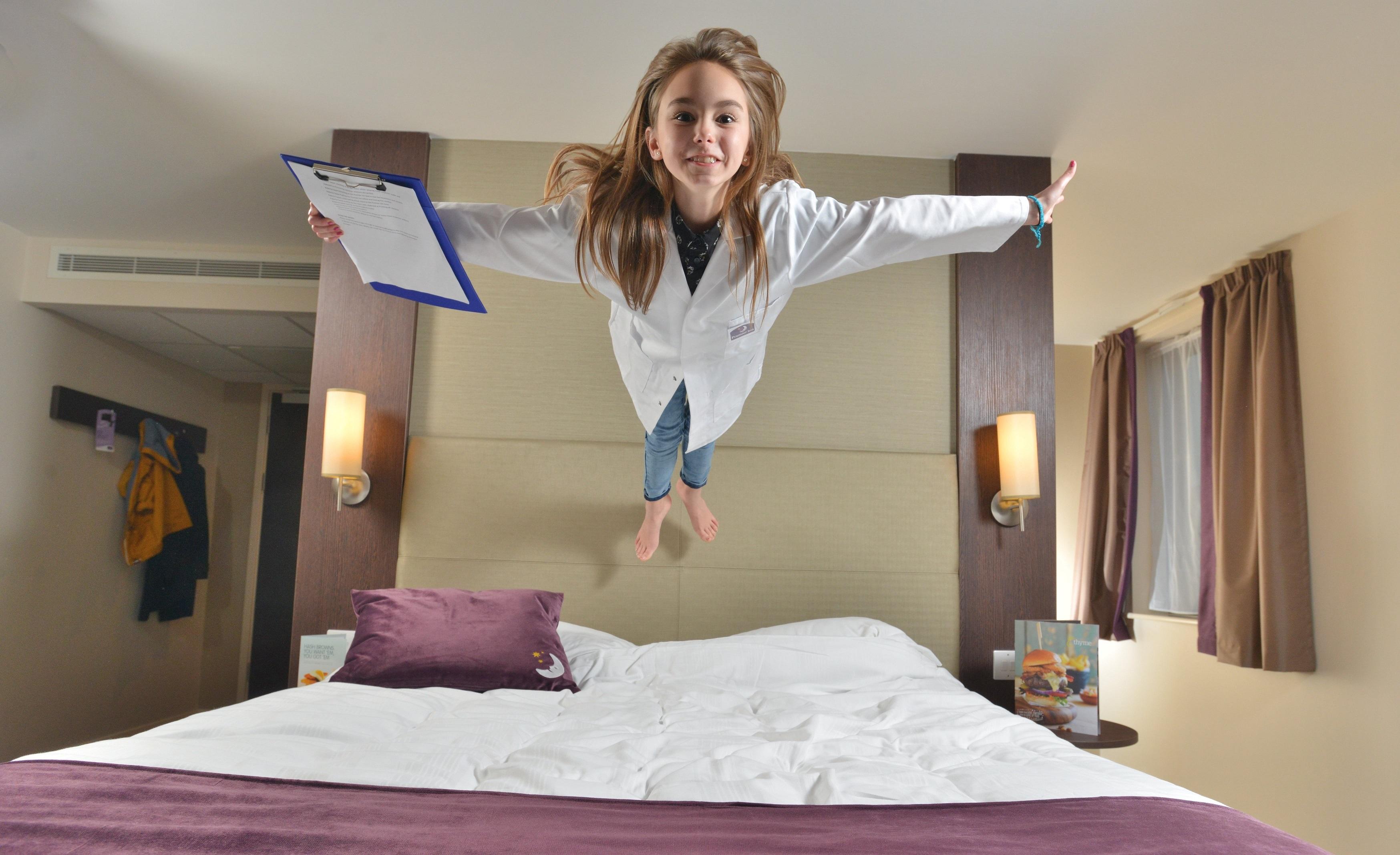 Publicité pour le groupe Premium Inn / Photo Solent News/REX
