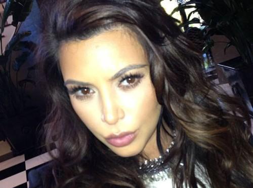 Un-des-nombreux-selfies-de-Kim-Kardashian