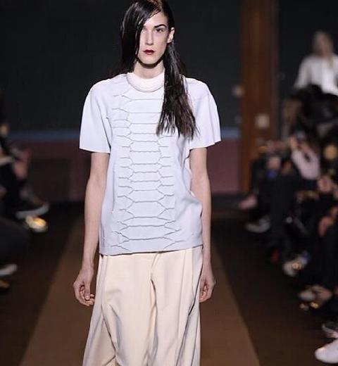 Paris fashion Week : Cédric Charlier, ondoyante réflexion (de la lumière)