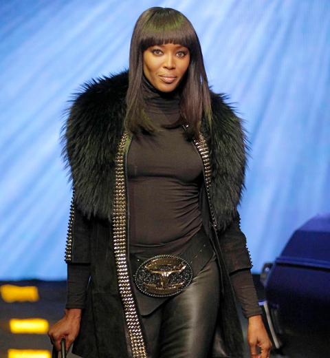 L'intemporelle Naomi Campbell ouvre le défilé Phillip Plein (vidéo)