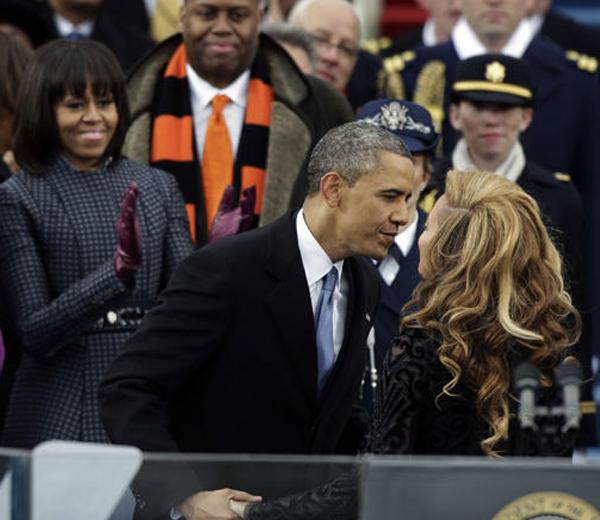 barack-obama-embrasse-beyonce_leader