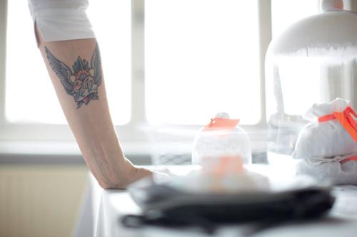 Photo d'une jeune femme tatouée