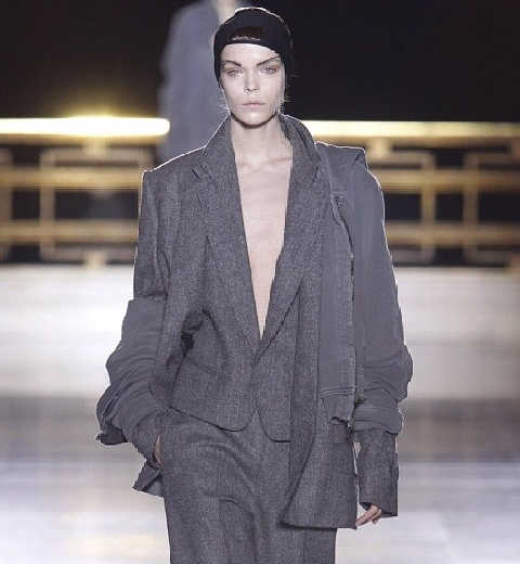 Paris Fashion Week : Haider Ackermann, des femmes comme des gravures