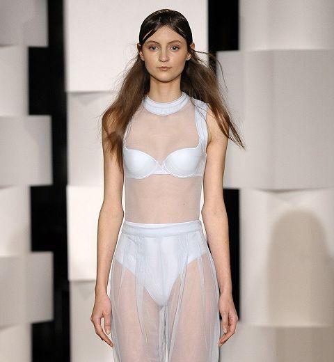 Paris Fashion Week : Léa Peckre pour Lejaby, sens dessus-dessous