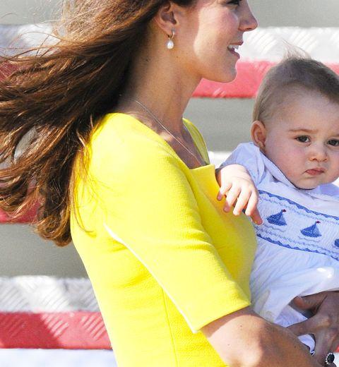 Le petit prince Georges d'Angleterre en barboteuse belge