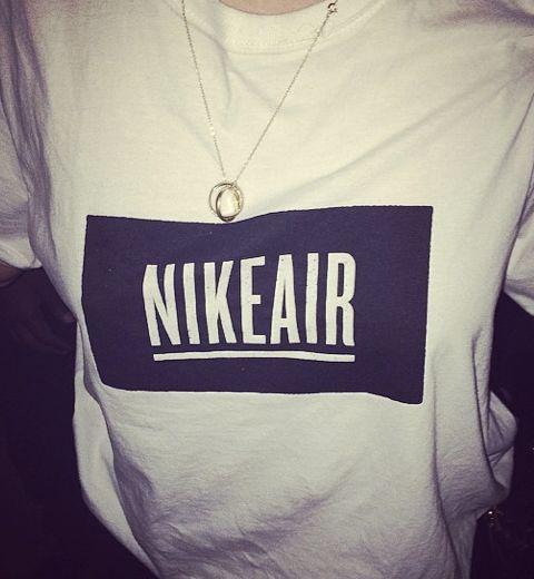 Le t-shirt NIKEAIR de la collab Pigalle x Nike