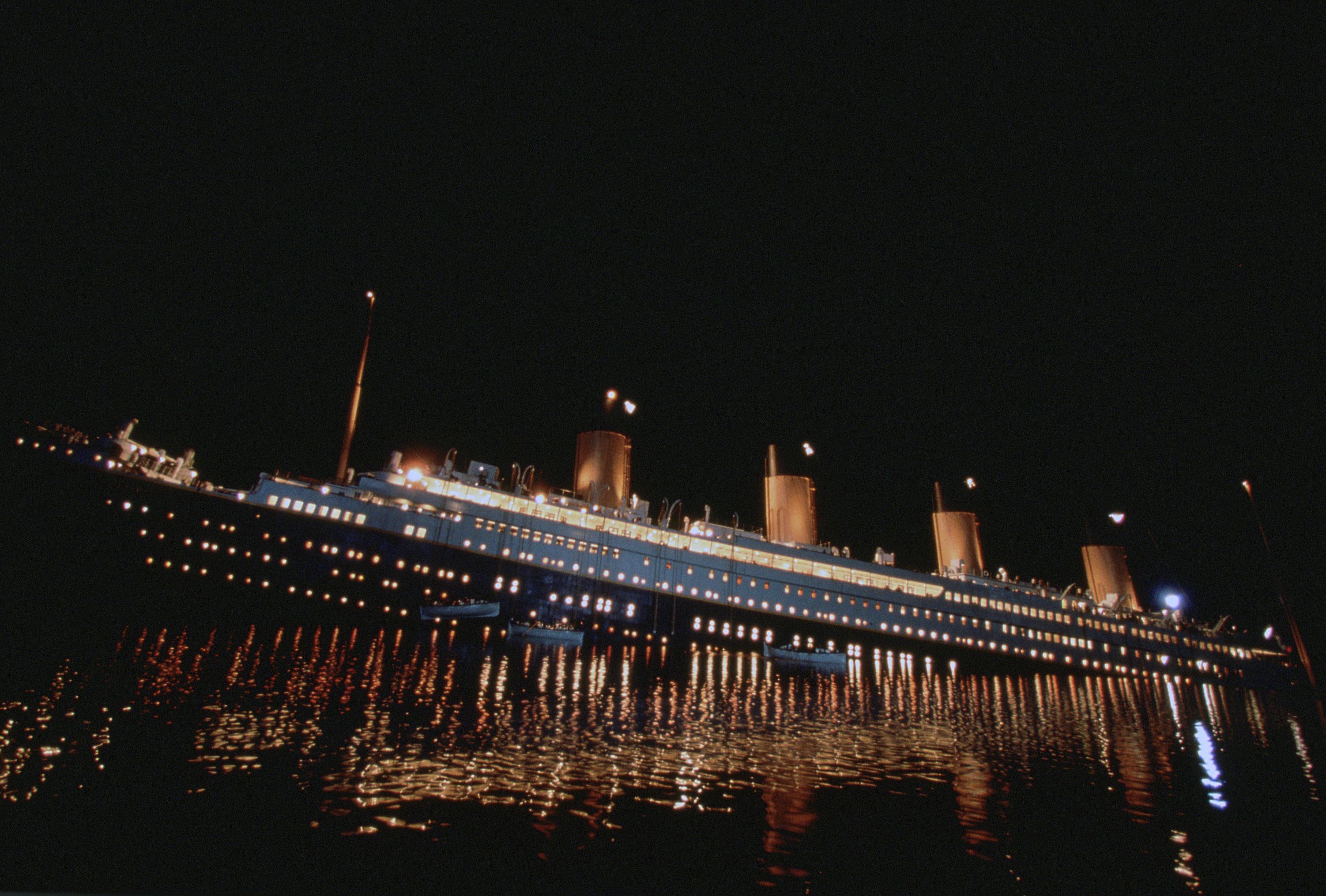 Un voyage sur le titanic a vous tente for A l interieur movie
