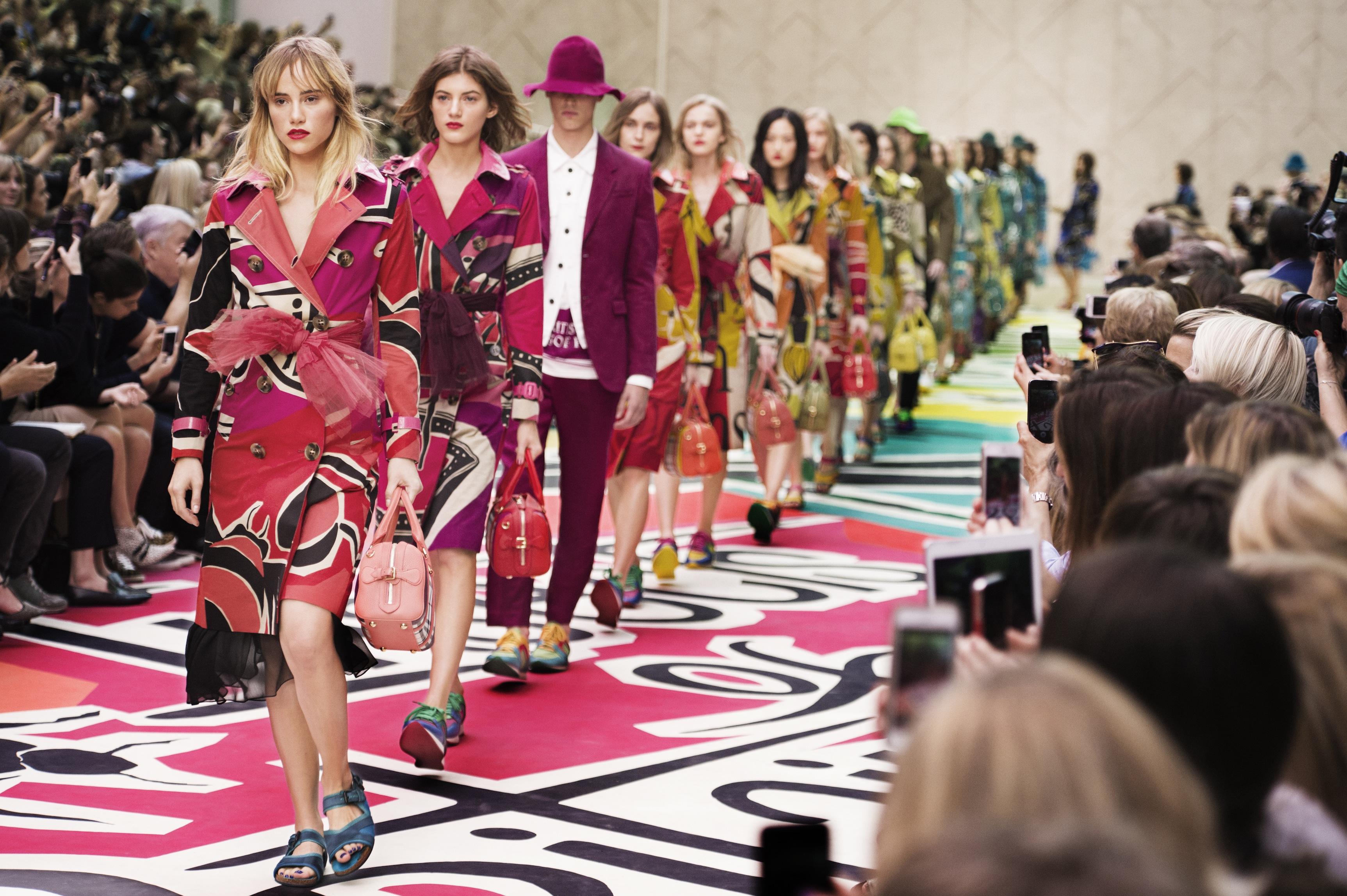 Burberry Prorsum Womenswear Spring Summer 2015 Show Finale-2