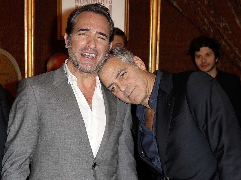 Complices-Jean-Dujardin-et-George-Clooney-a-Paris-pour-l-avant-premiere-du-film-Monuments-Men_exact1024x768_l