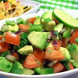 Salade d'avocat, tomates et poivron
