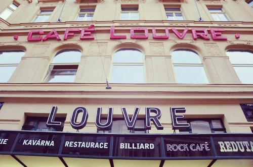 Le Café Louvre