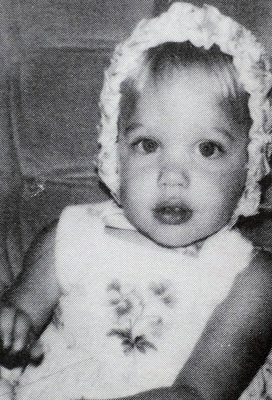 angelina_jolie_childhood_pictures-2