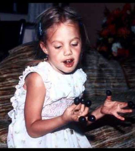angelina_jolie_childhood_pictures-3