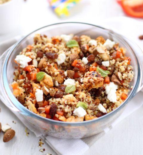 Salade de quinoa, poulet à l'harissa et feta