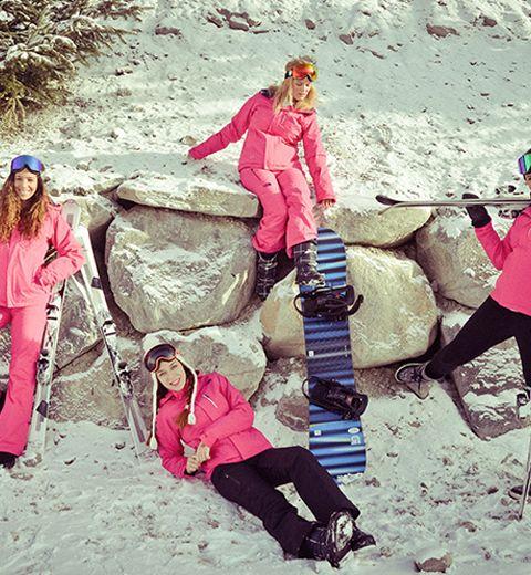 Le ski look du jour: rose sur les pistes