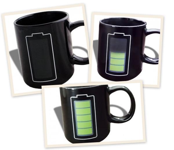 Mug thermo-réactif à la chaleur Cette tasse en céramique est à motif batterie rechargée. Chaque fois que vous versez une boisson chaude, la batterie se rempli. EUR 18,38 [AMAZON.be]