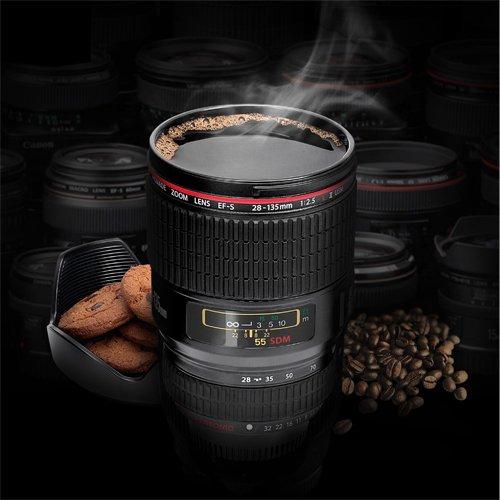 Mug Objectif d'appareil photo Et en plus: le couvercle est amovible et peut servir à disposer des petits biscuits! EUR 19,90 [AMAZON.be]
