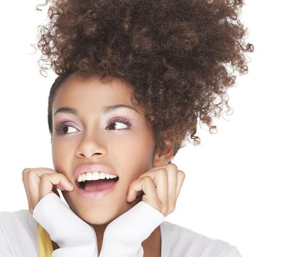 9 Coiffures Simples Et Rapides Pour Cheveux Boucl 233 S Fris 233 S