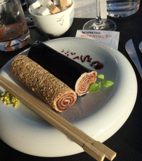 Un petit-déjeuner étoilé: sushi de pain beurré, pâte à tartiner au chocolat, café et noisettes (Roger van Damme/Het Gebaar)