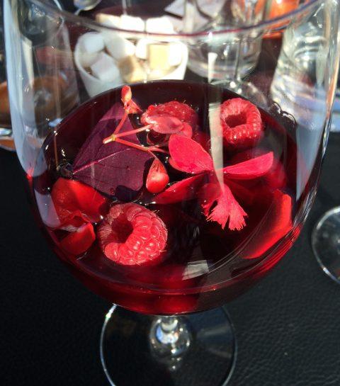 Un petit-déjeuner de chef: fruits rouges aux fleurs d'hibiscus (David Martin/La Paix)