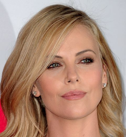 Make-up: le regard scintillant de Charlize Theron