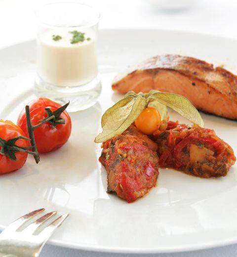 Moelleux de saumon mariné et sa purée de tomates aux algues condiments à 320 Kcal/personne