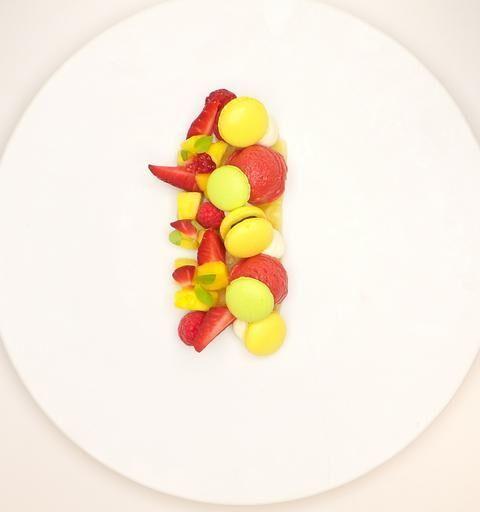 Dessert : Fruits et macarons glacés