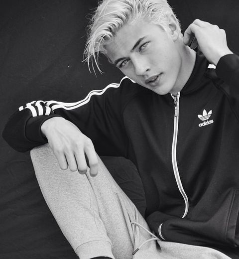 Qui es-tu Lucky Blue Smith ?