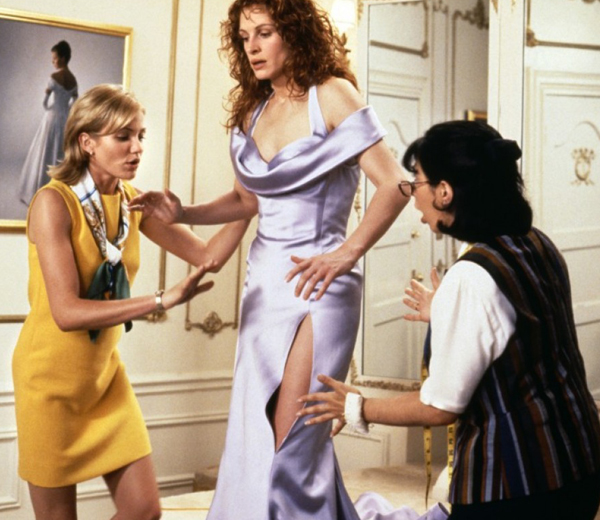 Julia Roberts essaie saq robe de demoiselle d'honneur dans Le Mariage de Mon Meilleur Ami
