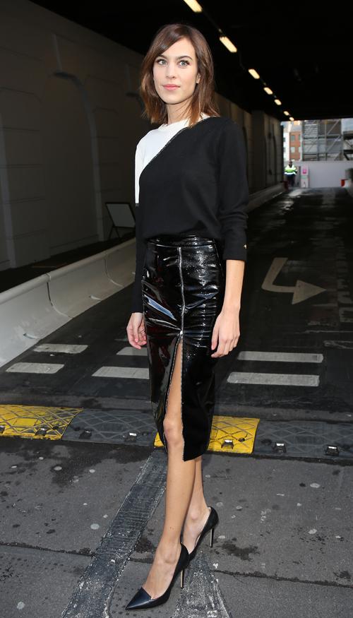 Alexa Chung, ultra-sexy avec une jupe zipée !