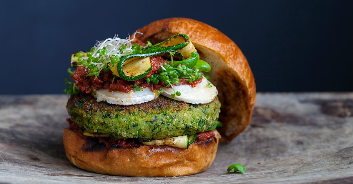 Burger végétarien à base de légumes et de fromage de chèvre